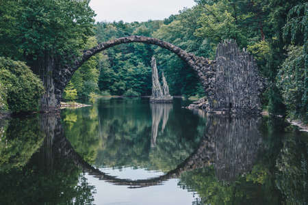 Rakotz bridge (Rakotzbrucke) also known as Devil's Bridge in Kromlau, Germany. Reflection of the bridge in the water create a full circle. Imagens