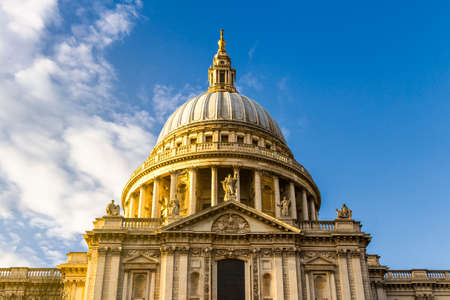 St Paul's cathedral at golden hour in London, England Standard-Bild - 142068586