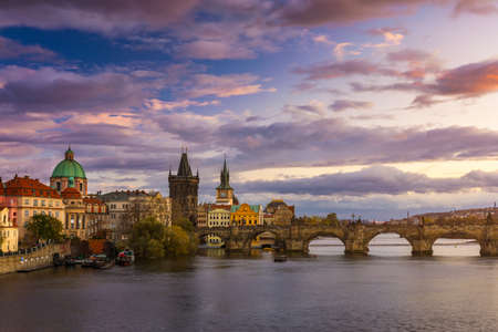 Scenic spring sunset aerial view of the Prague Old Town pier architecture and Charles Bridge over Vltava river in Prague, Czech Republic Banque d'images - 142068587