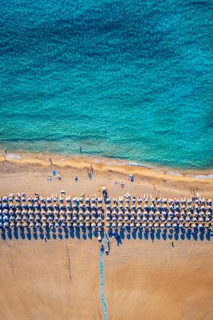 Aerial shot of beautiful turquoise beach Falasarna (Falassarna) in Crete, Greece. View of famous paradise sandy deep turquoise beach of Falasarna (Falassarna) in North West, Crete island, Greece. Standard-Bild - 142068613