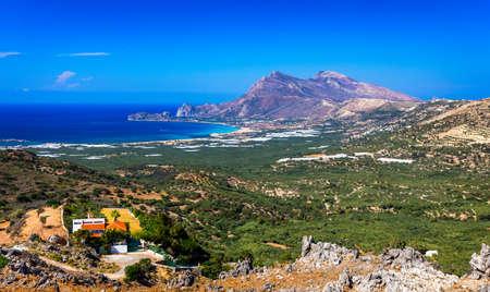 Shot of beautiful turquoise beach Falasarna (Falassarna) in Crete, Greece. View of famous paradise sandy deep turquoise beach of Falasarna (Phalasarna) in North West, Crete island, Greece. Standard-Bild - 142068651