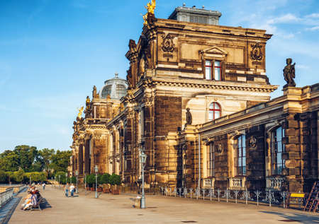Dresden panorama with Bruhl Terrace (so called Balcony of Europe), the Church of Our Lady and the Elbe, Dresden, Saxony, Germany Banque d'images - 142093682