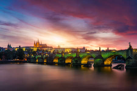 Charles Bridge at sunset with colorful sky, Prague, Czech Republic. Prague old town and iconic Charles bridge and Castle, Czech Republic. Charles Bridge (Karluv Most), Old Town Tower and Castle. Standard-Bild - 142093724