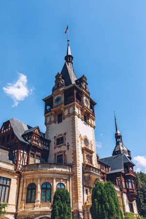 Peles Castle, Romania. Beautiful famous royal castle and ornamental garden in Sinaia landmark of Carpathian Mountains in Europe Фото со стока - 142093728