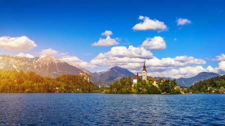 Lake Bled Slovenia. Beautiful mountain lake with small Pilgrimage Church. Most famous Slovenian lake and island Bled with Pilgrimage Church of the Assumption of Maria. Bled, Slovenia, Europe. Standard-Bild - 142093748