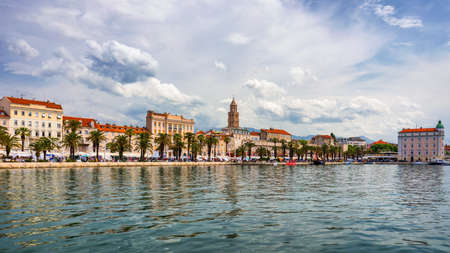 Split, Croatia (region of Dalmatia). UNESCO World Heritage Site. View of Split city, Diocletian Palace and Mosor mountains in background. Split panoramic view of town, Dalmatia, Croatia. Banque d'images - 142093850