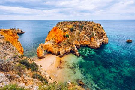 Joao de Arens beach (Praia João de Arens), Algarve, Portimao, Portugal. Remote beach, hidden beach, Praia da Ponta Joao de Arens, Portimao, Algarve, Portimao. Stockfoto
