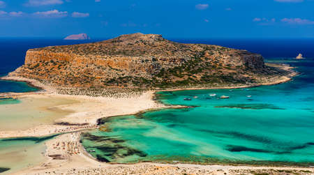 Fantastic panorama of Balos Lagoon and Gramvousa island on Crete, Greece. Cap tigani in the center. Balos beach on Crete island, Greece. Tourists relax and bath in crystal clear water of Balos beach. Stockfoto