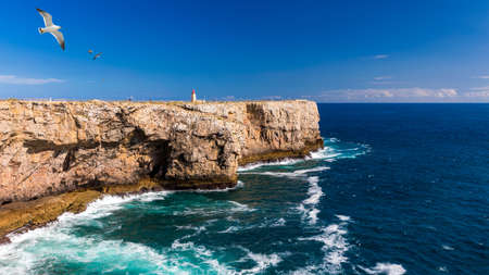 Lighthouse in Fortaleza de Sagres, Portugal, Europe on a cliff. This beautiful ancient architecture is used for navigation by ships and boats. Great destination for tourists on vacation. Portugal. Stockfoto