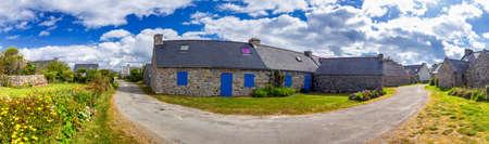 Street view of beautiful village of Rostudel former fishing village, Parc naturel regional d'Armorique. Finistere department, Camaret-sur-Mer. Brittany (Bretagne), France. Stockfoto