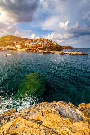 Panorama of Harbour with vessels, boats, beach and lighthouse in Bali at sunrise, Rethymno, Crete, Greece. Famous summer resort in Bali village, near Rethimno, Crete, Greece. Stockfoto - 145648003