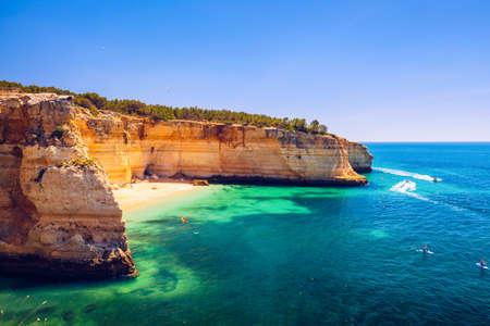 Corredoura Beach, sighted viewpoint on the trail of the Seven Suspended Valleys (Sete Vales Suspensos). Praia da Corredoura near Benagil village, District Faro, Algarve, Southern Portugal. Stock fotó - 145648785