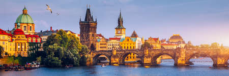 Charles Bridge, Old Town and Old Town Tower of Charles Bridge, Prague, Czech Republic. Prague old town and iconic Charles bridge, Czech Republic. Charles Bridge (Karluv Most) and Old Town Tower. Archivio Fotografico