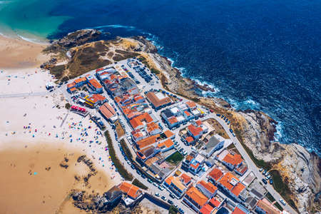 Aerial view of island Baleal naer Peniche on the shore of the ocean in west coast of Portugal. Baleal Portugal with incredible beach and surfers. Aerial view of Baleal, Portugal. Stockfoto