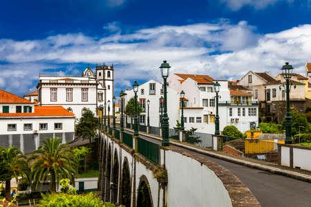 View of Nordeste on Sao Miguel Island, Azores. Old stone arch bridge in Nordeste village, Sao Miguel, Azores. Nordeste village with white town buildings on the island of Sao Miguel, Azores, Portugal. Standard-Bild