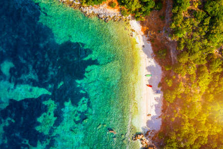 Beautiful crystal clear azure water at Antisamos beach on Kefalonia island, Greece. Beautiful sea bay with Antisamos beach on Kefalonia island, Ionian island, Cephalonia, Antisamos beach, Greece. Stok Fotoğraf
