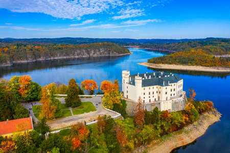 Aerial view chateau Orlik, above Orlik reservoir in beautiful autumn nature. Romantic royal Schwarzenberg castle above water level. Czechia. Orlik castle across the River Vltava, Czech Republic. Archivio Fotografico - 154912076