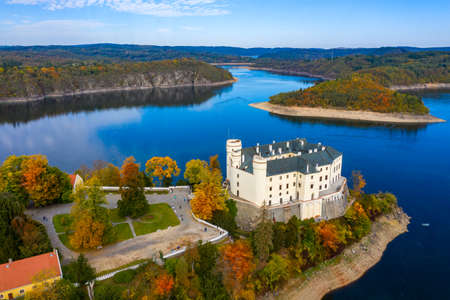 Aerial view chateau Orlik, above Orlik reservoir in beautiful autumn nature. Romantic royal Schwarzenberg castle above water level. Czechia. Orlik castle across the River Vltava, Czech Republic. Stockfoto - 154912077