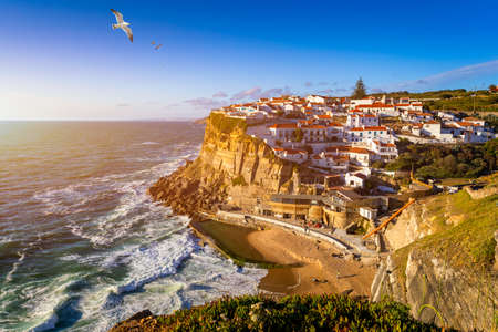 Azenhas do Mar is a seaside town in the municipality of Sintra, Portugal. Close to Lisboa. Azenhas do Mar white village, cliff and ocean, Sintra, Portugal. Azenhas Do Mar, Sintra, Portugal. Archivio Fotografico
