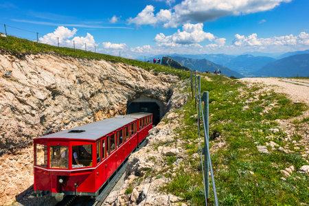 Schafberg Railway, a metre gauge cog railway in Upper Austria and Salzburg, from Sankt Wolfgang im Salzkammergut up to the Schafberg. Austria, Salzkammergut, Schafberg, Schafbergbahn, cog railway. Archivio Fotografico