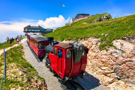Schafberg Railway, a metre gauge cog railway in Upper Austria and Salzburg, from Sankt Wolfgang im Salzkammergut up to the Schafberg. Austria, Salzkammergut, Schafberg, Schafbergbahn, cog railway. 免版税图像