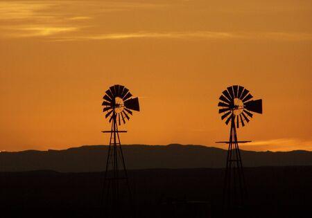 Windmühlen  Standard-Bild - 2168229