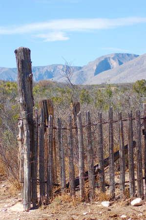 Altes Lager Stifte, guadalupes im Hintergrund Standard-Bild - 2701710