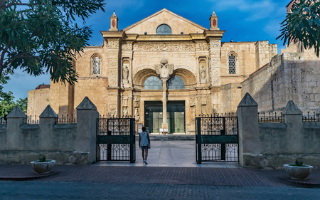 SANTO DOMINGO, DOMINICAN REPUBLIC - SEPTEMBER 10, 2017: Entrance of the Basilica Cathedral of Santa Maria la Menor. Santo Domingo, Dominican Republic. Publikacyjne