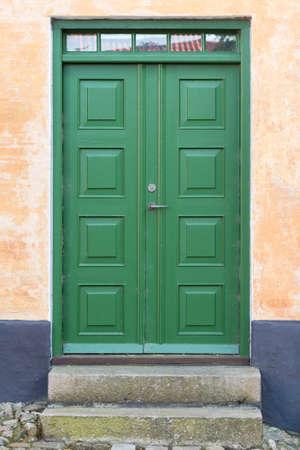 Old green wooden double-door, Denmark 版權商用圖片