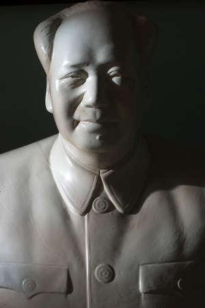 ze: Mao zedong statue