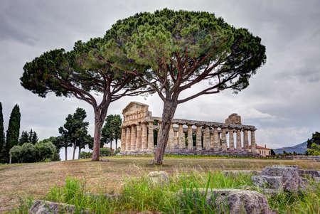 Greek temple of the Greek goddess Athena (Minerva to the Romans) in Paestum, Italy 版權商用圖片