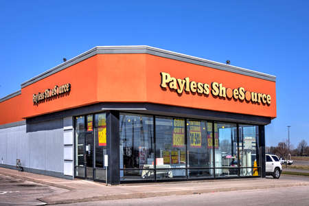 Springfield, Missouri - March 22, 2019:  Payless ShoeSource is an American discount footwear retailer privately held by Blum Capital. Payless went bankrupt in 2017. Editorial. Sajtókép