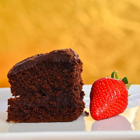 pastel de chocolate: El hogar hizo pastel de chocolate Foto de archivo