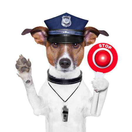 perro policia: perro policía con una señal de stop calle