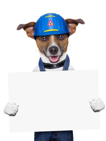 artesano: perro artesano sosteniendo un cartel con las patas