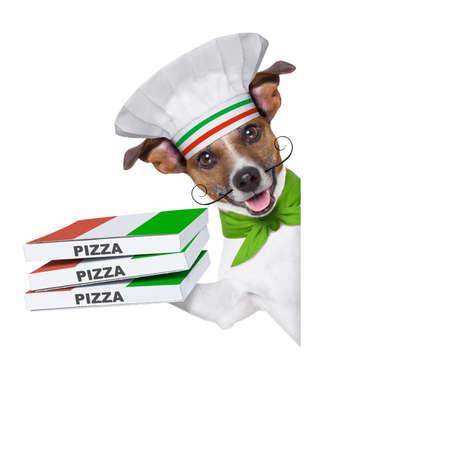 perro de entrega de pizza con una pila de cajas de pizza detrás de un cartel en blanco