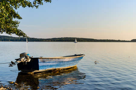 Masurian lake, motor boat and yachts in the distance. Sunny day Banque d'images