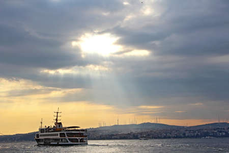 Sunrise on the Bosphorus in Istanbul, Turkey. 版權商用圖片