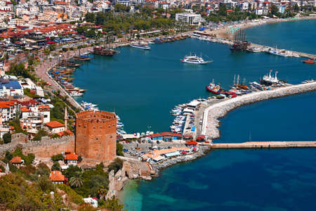 Red Tower and Marina view from Alanya Castle in Antalya, Turkey. 版權商用圖片 - 96274079