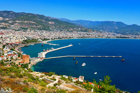 Red Tower and Marina view from Alanya Castle in Antalya, Turkey. 版權商用圖片 - 96274080