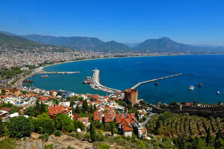 Red Tower and Marina view from Alanya Castle in Antalya, Turkey. 版權商用圖片 - 96274078