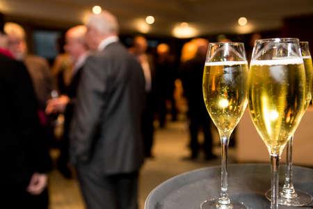 evento social: Champagne en el evento social empresarial.