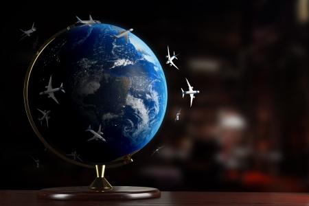planisphere: Tutti gli aerei del mondo su una scrivania Archivio Fotografico