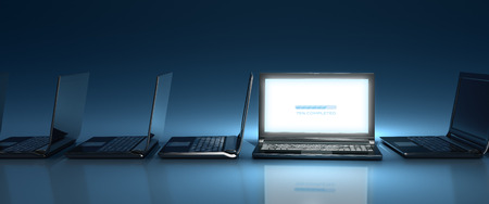 Innovative top-Nocht laptop computer on-line on blue background 스톡 콘텐츠