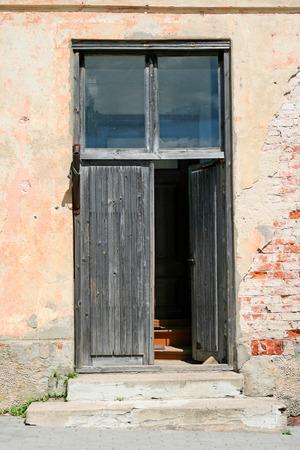 Old door in an abandoned brick building Stock Photo - 1424274