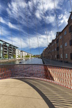 Portrait view of the Cirkelbroen bridge over the christianshavn canal. Archivio Fotografico - 123632336