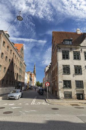 COPENHAGEN, DENMARK - AUGUST 26: Unidentified pedestrians near the Church of Our Savior in Copenhagen, Denmark on August 26, 2016. Archivio Fotografico - 123571752