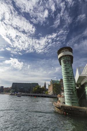 COPENHAGEN, DENMARK - AUGUST 26: Unidentified people relaxing on the Knippels Bridge in Copenhagen, Denmark on August 26, 2016. Archivio Fotografico - 123571773