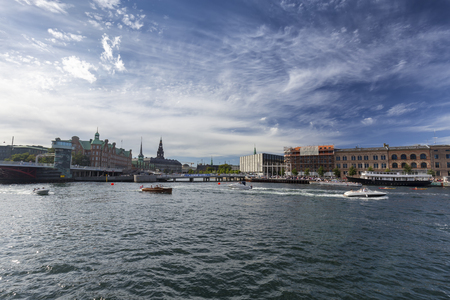 Wide angle view of summer activities on a canal in Copenhagen, Denmark. Archivio Fotografico - 123571776
