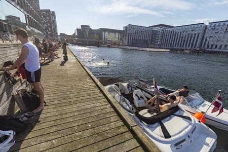 COPENHAGEN, DENMARK - AUGUST 26: Unidentified people swim near the Aller Media building in Copenhagen, Denmark on August 26, 2016. Archivio Fotografico - 123571788